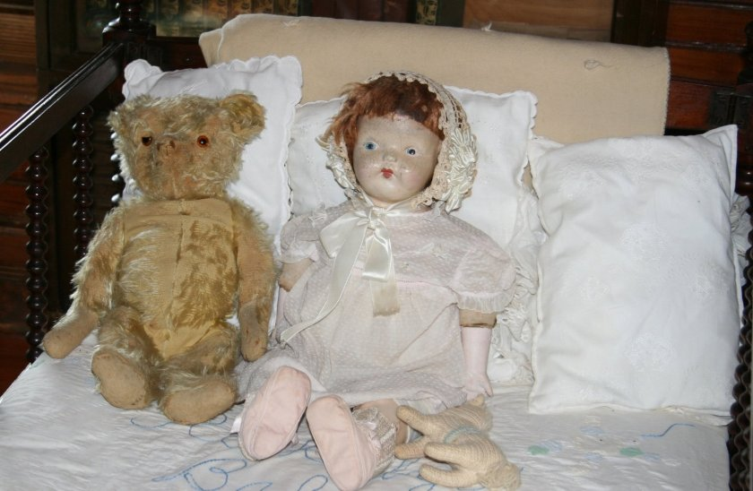 victorian-doll-and-teddy-1418725